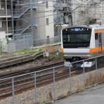 様々な電車が通る国分寺。