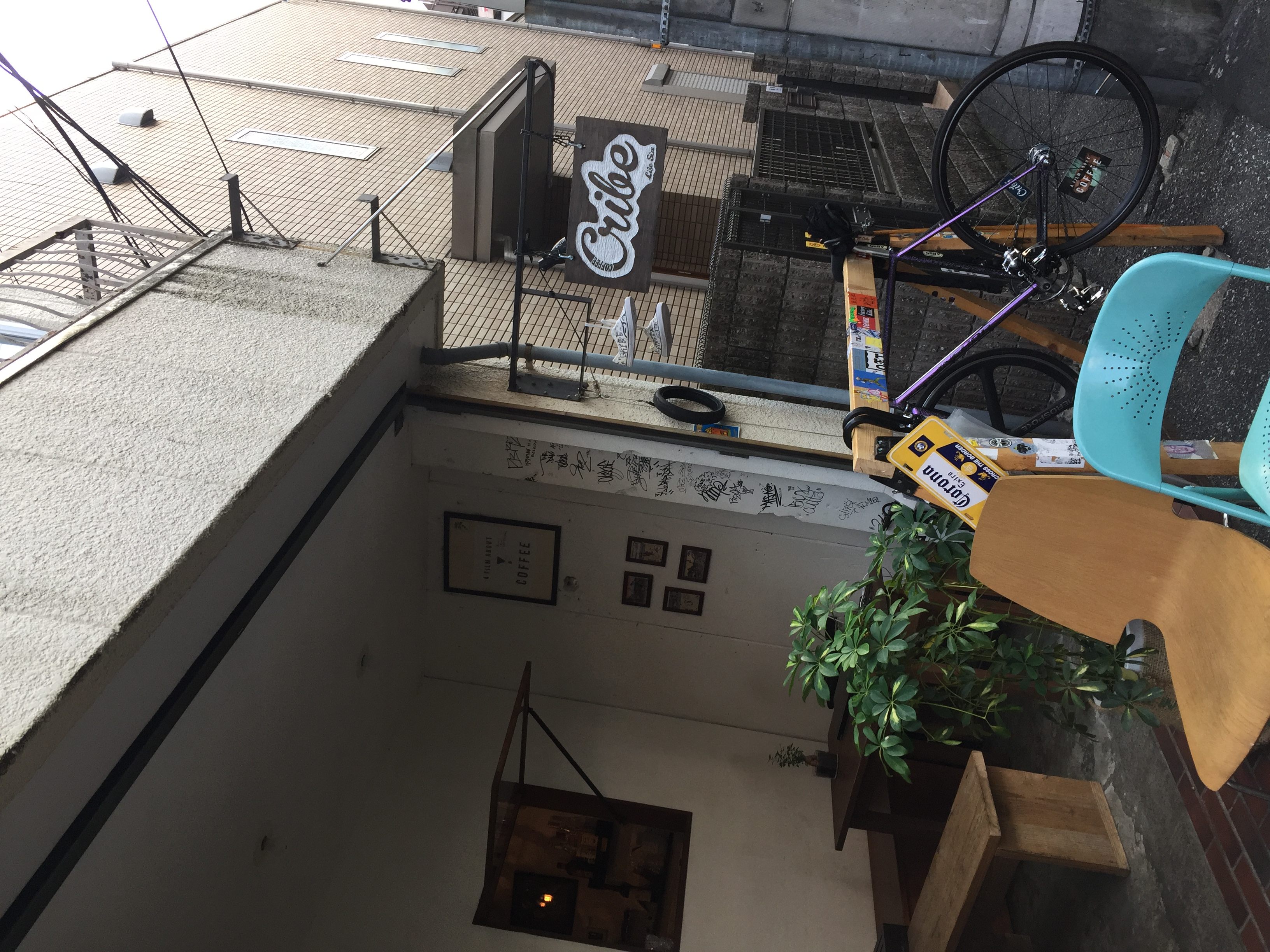 青空の下のコーヒー屋